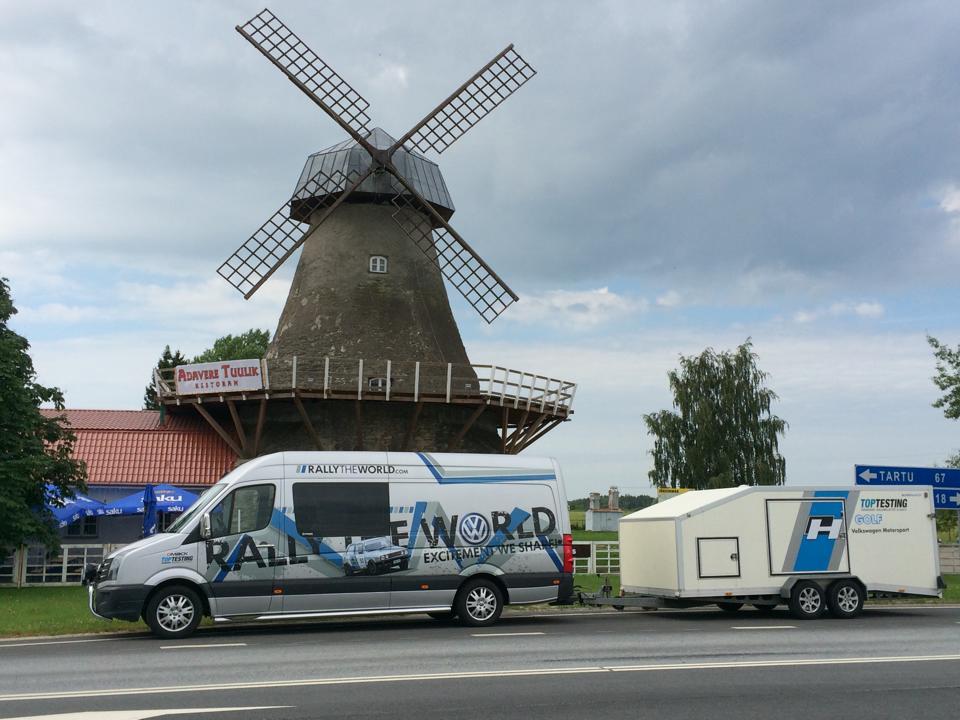Janne ja Pasi matkalla taistelemaan.... toivottavasti ei ainoastaan tuulimyllyjä vastaan :) Kuva:Pasi Törmä